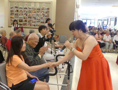 沉浸台灣歌曲與日式演歌中   爺爺奶奶歡喜憶當年