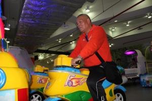 兒童樂園資深玩咖飆車