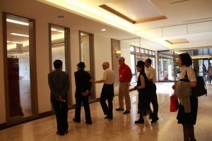 愛知和男參觀一樓院區復健中心及日式庭園
